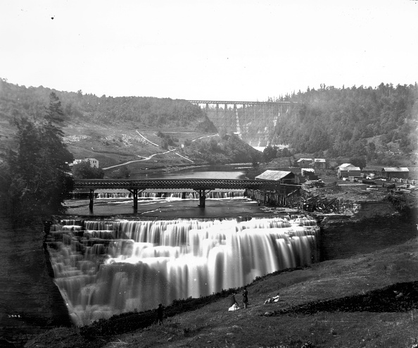 Rochester - New York State「Genesee Waterfall」:写真・画像(1)[壁紙.com]