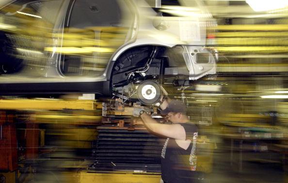 Defocused「Bill Ford Unveils Ford's First Hybrid Car」:写真・画像(18)[壁紙.com]