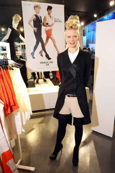 "Beige Shorts「""Fashion Star"" Winner Appears At H&M Flagship Store」:写真・画像(10)[壁紙.com]"