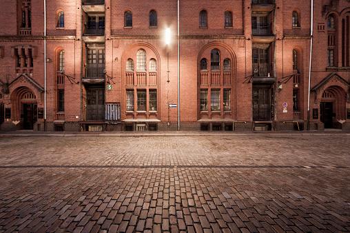 Old Town「Warehouses at night」:スマホ壁紙(19)