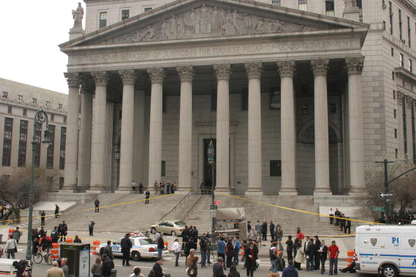 Courthouse「Car Crashes Onto Steps Of New York State Supreme Court Building」:写真・画像(9)[壁紙.com]