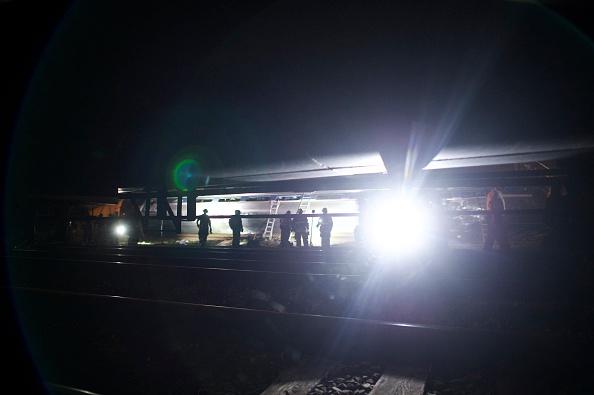 Philadelphia - Pennsylvania「Amtrak Train Derailment Causes Mass Injuries In Philadelphia」:写真・画像(19)[壁紙.com]