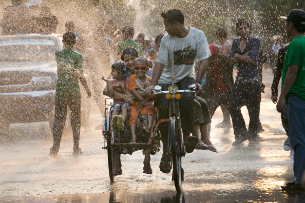 伝統的な祭り「Water Festival Marks Start Of New Year In Myanmar」:写真・画像(16)[壁紙.com]