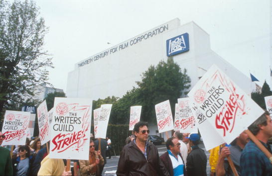 Author「TV Writers Go On Strike」:写真・画像(16)[壁紙.com]