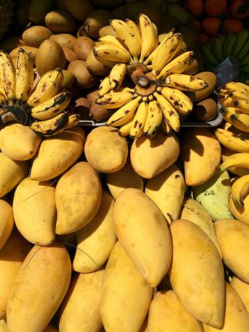 画像加工フィルタ「Bananas and mangoes at a market, Phuket, Thailand」:スマホ壁紙(5)
