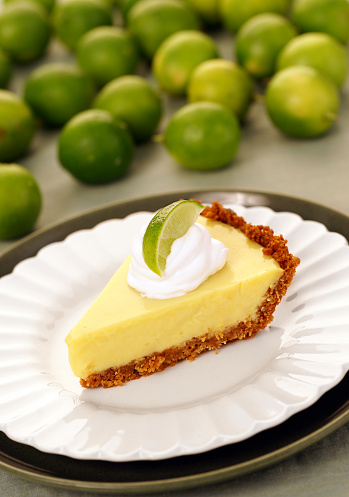 Eating「A slice of key lime pie surrounded by a pile of green limes」:スマホ壁紙(6)