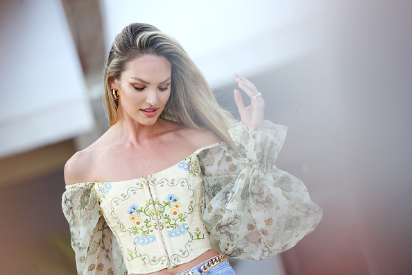 キャンディス・スワンポール「Candice Swanepoel Photocall - The 76th Venice Film Festival」:写真・画像(8)[壁紙.com]