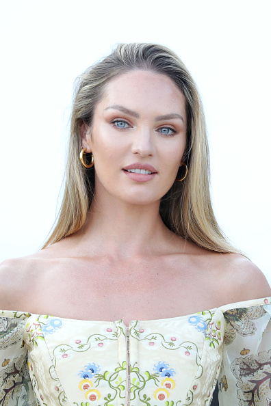 キャンディス・スワンポール「Candice Swanepoel Photocall - The 76th Venice Film Festival」:写真・画像(14)[壁紙.com]