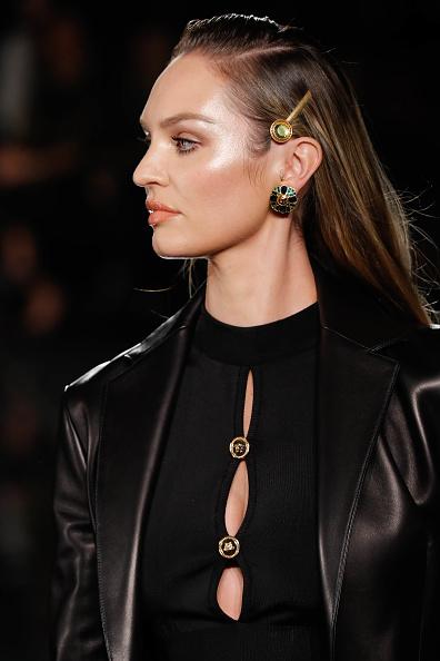 キャンディス・スワンポール「Versace Fall 2019 - Runway」:写真・画像(19)[壁紙.com]