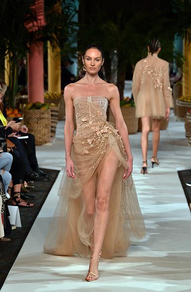 Beige「Oscar de la Renta - Runway - September 2019 - New York Fashion Week」:写真・画像(11)[壁紙.com]