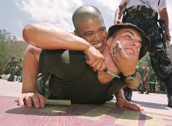 Self-Defense「U.S. Marines Assist Filipino Soldiers」:写真・画像(6)[壁紙.com]