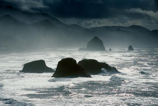 Ecola State Park「USA, Oregon, Ecola State Park, sea stacks on coast」:スマホ壁紙(13)