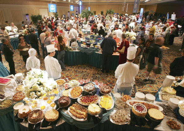"Las Vegas「Alka-Seltzer Sponsors ""The World's Largest Buffet"" Hosted By Kathy Griffin」:写真・画像(2)[壁紙.com]"