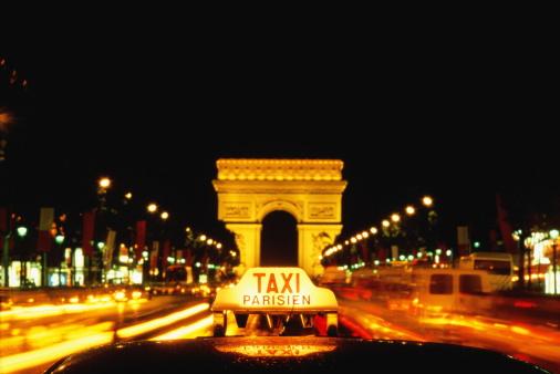 Arc de Triomphe - Paris「France,Paris,Arc de Triomphe,`Taxi' sign in foreground」:スマホ壁紙(0)