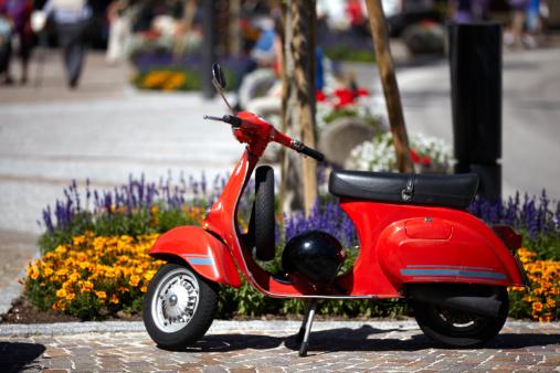 Motorcycle「Vintage scooter. Color Image」:スマホ壁紙(3)