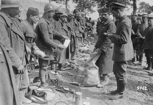 Surrendering「Prisoners Of War」:写真・画像(2)[壁紙.com]