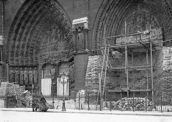 Sandbag「Protecting Notre Dame」:写真・画像(17)[壁紙.com]