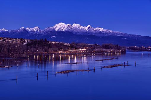 Pink「青の時間、BC、カナダのフレーザー川」:スマホ壁紙(16)