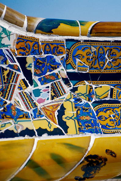 Ornate「Detail of ceramic tiled mosaic wall at Parc Guell, Barcelona, Catalunya, Spain Designed by Antoni Gaudi」:写真・画像(10)[壁紙.com]