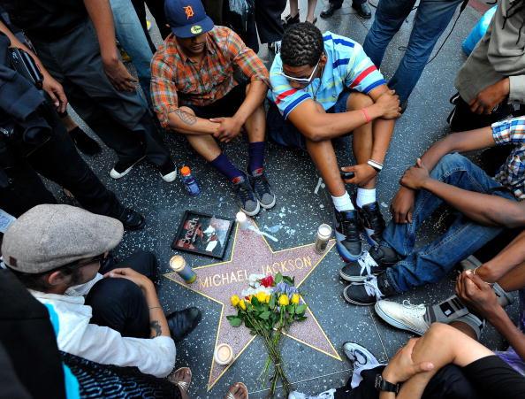 Death「Michael Jackson Dies In Los Angeles」:写真・画像(3)[壁紙.com]