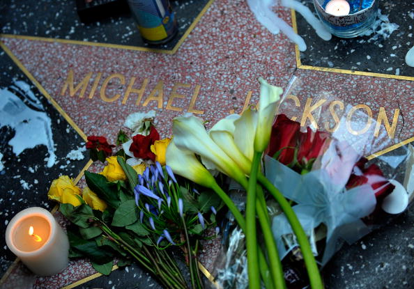 Hollywood - California「Michael Jackson Dies In Los Angeles」:写真・画像(2)[壁紙.com]