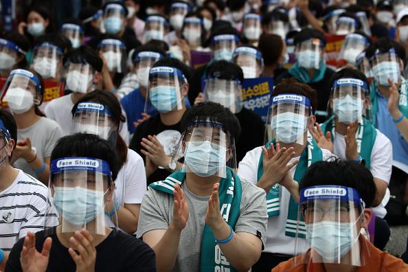 South Korea「South Korea Impose Restrictions Amid The Coronavirus Pandemic」:写真・画像(10)[壁紙.com]