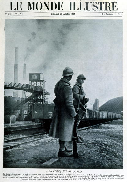 French Culture「Drawing in front cover of french newspaper Le Monde Illustre january 27, 1923 about The French Occupation of the Ruhr industrial area (1923-1929) : french soldiers in front of plant factory Monopol near Hamon」:写真・画像(15)[壁紙.com]