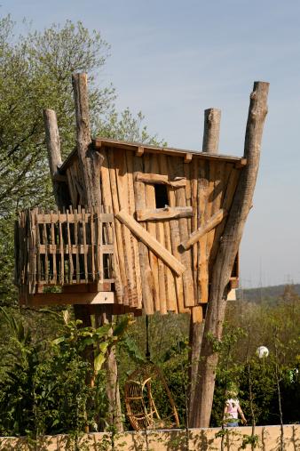 Fairy Tale「Tree house with rockingchair underneath」:スマホ壁紙(3)