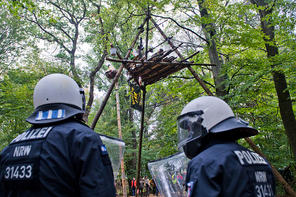 North Rhine Westphalia「Police To Evict Protesters In Hambach Forest Coal Mine Standoff」:写真・画像(16)[壁紙.com]