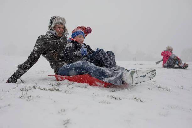 雪「Cold Weather Front From Russia Brings Snow Across The UK」:写真・画像(13)[壁紙.com]