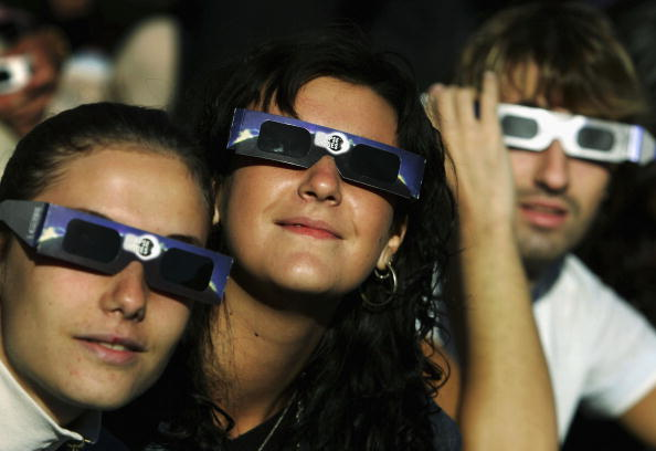 Annular Solar Eclipse「Partial Eclipse Casts Shadow Over Europe」:写真・画像(4)[壁紙.com]
