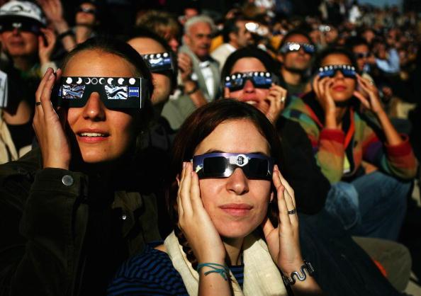 Annular Solar Eclipse「Partial Eclipse Casts Shadow Over Europe」:写真・画像(15)[壁紙.com]