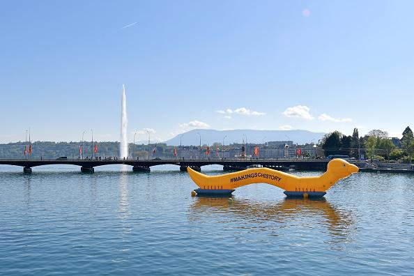 25 Meter「#MakingSchistory: Wormzilla Invades Lake Geneva」:写真・画像(19)[壁紙.com]