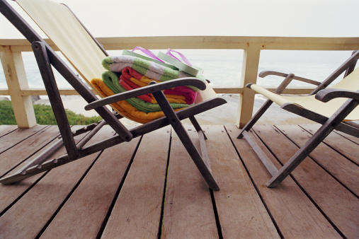 Side View「Towels and pair of flip flops on deckchair, close-up」:スマホ壁紙(0)