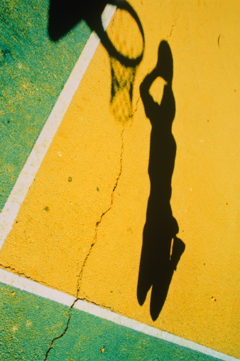 Unrecognizable Person「Shadow of man dunking basketball into hoop」:スマホ壁紙(13)