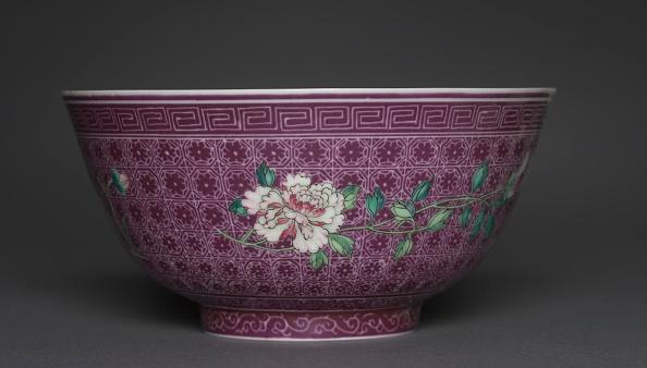 Chrysanthemum「Bowl With Peony Sprays On Diaper Ground (Exterior); Chrysanthemum Sprays (Interior)」:写真・画像(1)[壁紙.com]