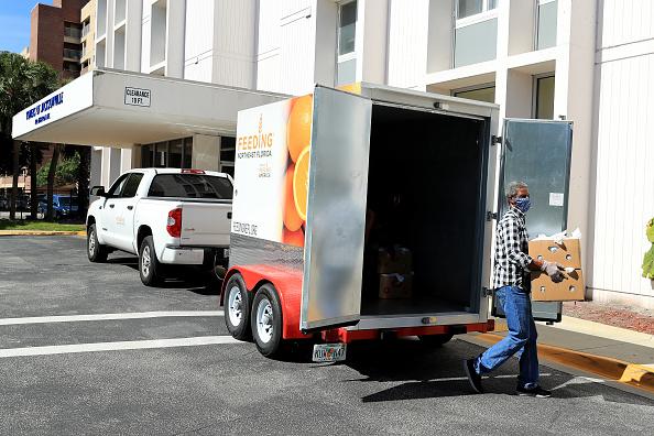 Sam Greenwood「Feeding Northeast Florida Delivers Meals To Senior Care Facilities In Jacksonville」:写真・画像(19)[壁紙.com]