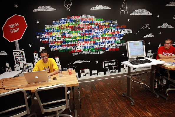 Office「Sen. Charles Schumer Opens Google's New Offices In New York City」:写真・画像(8)[壁紙.com]
