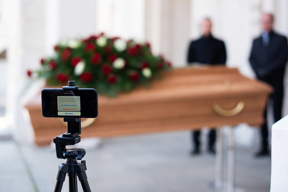 Internet「Undertakers Offer Livestreaming For Funerals Following Coronavirus Restrictions」:写真・画像(13)[壁紙.com]