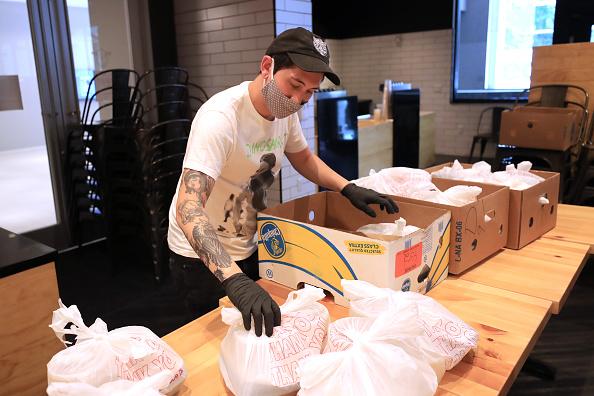 Sam Greenwood「Feeding Northeast Florida Delivers Meals To Senior Care Facilities In Jacksonville」:写真・画像(15)[壁紙.com]