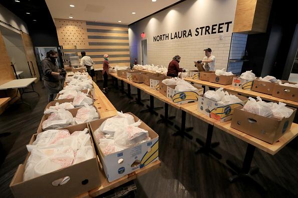 Sam Greenwood「Feeding Northeast Florida Delivers Meals To Senior Care Facilities In Jacksonville」:写真・画像(13)[壁紙.com]