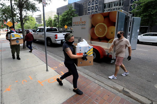 Sam Greenwood「Feeding Northeast Florida Delivers Meals To Senior Care Facilities In Jacksonville」:写真・画像(11)[壁紙.com]