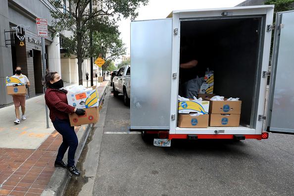 Sam Greenwood「Feeding Northeast Florida Delivers Meals To Senior Care Facilities In Jacksonville」:写真・画像(12)[壁紙.com]