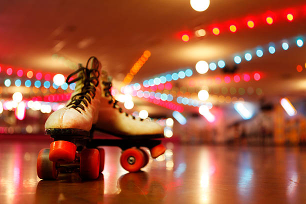 Rollerskates in the Roller Disco:スマホ壁紙(壁紙.com)