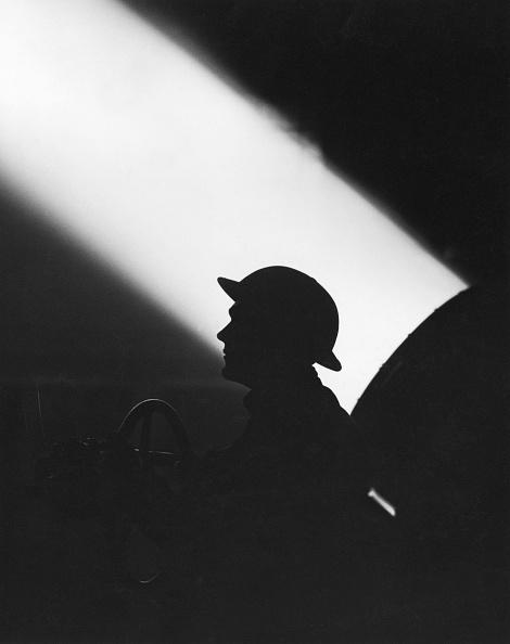 Sports Helmet「Guarding The Night」:写真・画像(5)[壁紙.com]