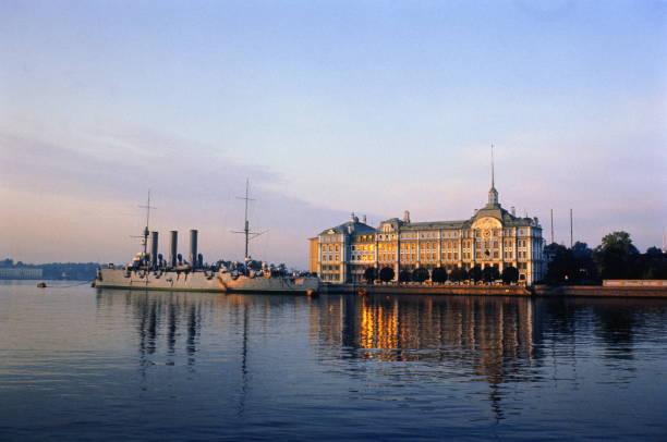 Russia, St. Petersburg, Naval Monument, Aurora cruiser:スマホ壁紙(壁紙.com)