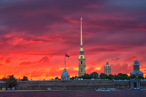 Neva River「Russia, St. Petersburg, Saints Peter and Paul Cathedral at dusk」:スマホ壁紙(5)