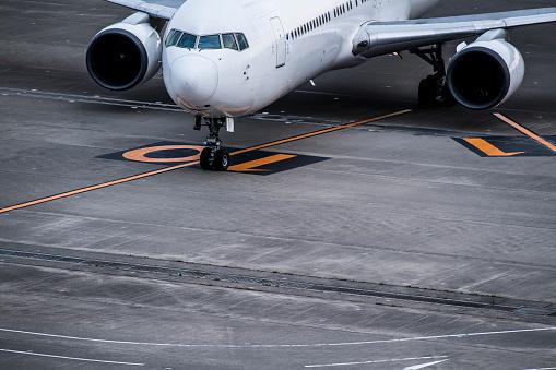 Japan「飛行機のクローズ アップ写真は、空港で停止。」:スマホ壁紙(0)