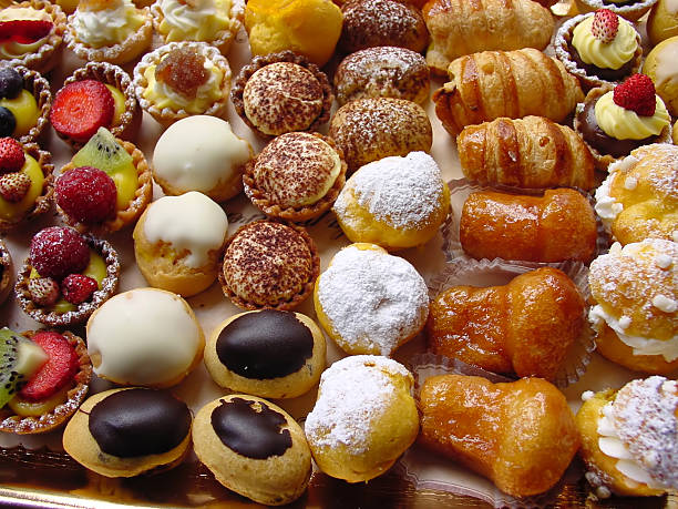 Close-up photo of delicious Italian pastries:スマホ壁紙(壁紙.com)