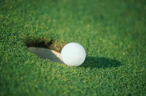 Putting - Golf「Golf Ball Resting Next To Hole」:スマホ壁紙(17)